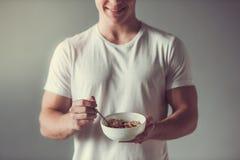 Tipo con alimento sano Immagini Stock