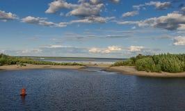 Tipo da costa de Lena do rio de um barco Imagens de Stock