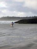 Tipo de la persona que practica surf Imágenes de archivo libres de regalías