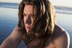 Tipo de la playa de la persona que practica surf Fotografía de archivo
