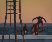 Tipo di skateboarding a Thessaloniki& x27; porto di s Fotografie Stock Libere da Diritti