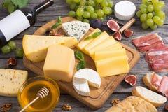 Tipo diferente do queijo Fotografia de Stock
