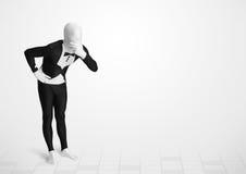 Tipo divertente nel vestito del corpo del morphsuit che esamina lo spazio della copia Fotografia Stock Libera da Diritti