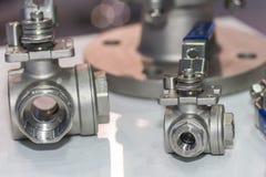 Tipo dois de válvulas de bola do metal para para o controle de fluxo em industrial na fábrica fotografia de stock