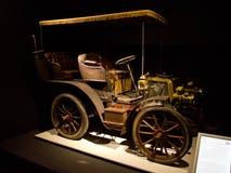 Tipo faetón de Panhard y de Levassor 6-HP del doble de A1 con el toldo en el museo de Louwman fotos de archivo
