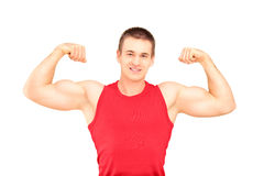 Tipo muscolare che mostra i suoi muscoli Fotografia Stock Libera da Diritti