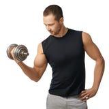 Tipo muscolare del culturista che fa gli esercizi con le teste di legno Fotografia Stock