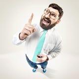 Tipo nerd emozionante che alza il suo dito fotografie stock libere da diritti