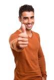 Tipo sorridente che mostra i pollici SU Immagine Stock