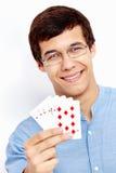 Tipo sorridente con le carte da gioco Fotografia Stock Libera da Diritti