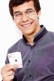 Tipo sorridente con le carte da gioco Fotografia Stock