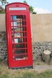 Tipo velho caixa de telefone usada como a troca de livro Foto de Stock Royalty Free