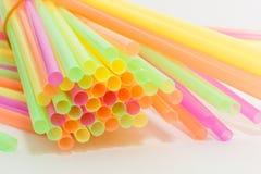 Tipo vibrante del plástico de las pajas de beber de los colores Foto de archivo libre de regalías