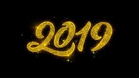 Tipografía 2019 de la Feliz Año Nuevo escrita con la exhibición de oro de los fuegos artificiales de las chispas de las partícula ilustración del vector