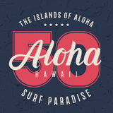 Tipografía de las letras de Hawaii de la hawaiana, diseño de gráficos de la camiseta, impresión de la camisa en textura del grung Imagenes de archivo