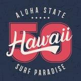 Tipografía de las letras de Hawaii, diseño de gráficos de la camiseta, impresión de la camisa en textura del grunge Imagen de archivo libre de regalías