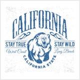 Tipografía del vintage de la república de California con un oso grizzly Foto de archivo libre de regalías