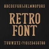 Tipografía dibujada mano del vintage Fuente retra del alfabeto Mecanografíe las letras y los números en un fondo de madera áspero libre illustration