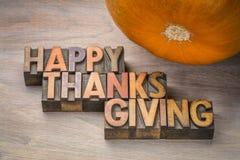 Tipografía feliz de la acción de gracias en el tipo de madera Fotos de archivo libres de regalías