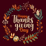 Tipografia felice disegnata a mano di ringraziamento nell'insegna della corona di autunno Testo di celebrazione con le bacche e l royalty illustrazione gratis