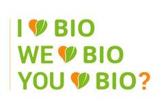 Tipografia variopinta amo il bio- insieme, cuore con permesso organico verde royalty illustrazione gratis
