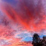 Tipologia da nuvem, por do sol no meio de outubro em Novo Brunswick, Canadá foto de stock royalty free