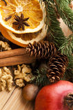 Tipos diferentes das especiarias, das porcas e de laranjas secadas Imagens de Stock Royalty Free