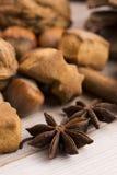 Tipos diferentes das especiarias, das porcas e de laranjas secadas Fotografia de Stock