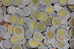 Tipos diferentes das moedas do baht tailandês Imagem de Stock Royalty Free