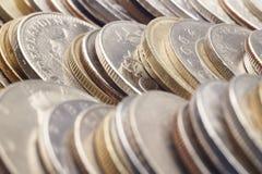 Tipos diferentes das moedas empilhadas Detalhe macro Imagem de Stock Royalty Free