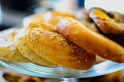 Tipos diferentes de bagels imagens de stock