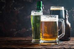 Tipos diferentes de cerveja do ofício Foto de Stock