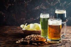 Tipos diferentes de cerveja do ofício fotos de stock royalty free