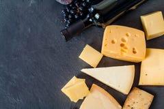 Tipos diferentes de queijos Fotos de Stock Royalty Free