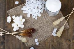 Tipos diferentes do açúcar junto em uma superfície de madeira Imagem de Stock Royalty Free