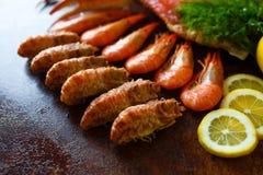 Tipos diferentes do camarão e carne de caranguejo Imagens de Stock