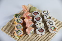 Tipos diferentes do sushi Fotografia de Stock Royalty Free