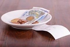 Tipp auf einer Restauranttabelle Stockbild
