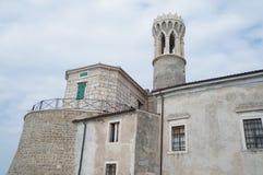 Am Tipp der Halbinsel in Piran ist die Kirche von St Clement und von Leuchtturm Stockfoto