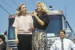 Tipper Gore habla en Ohio durante el viaje 1992 de la campaña de Clinton/de Gore Buscapade en Parma, Ohio Imagen de archivo libre de regalías