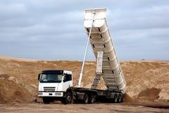 Tipper Truck en mina de la arena Imagenes de archivo