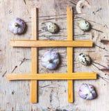 Tique Tac Toe com alho e ovos Fotos de Stock Royalty Free