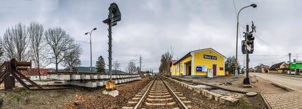 Tiré d'une voie de chemin de fer groing près de Nova Hut photos libres de droits