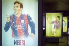 Tiré par la main de Lionel Messi Camp de Nou, Barcelone, Catalogne, Espagne Images libres de droits