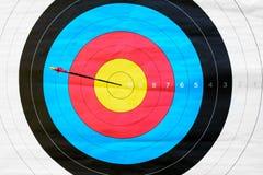 Tir à l'arc de cible : frappez la marque (1 flèche) Images libres de droits