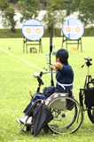 Tir à l'arc de présidence de roue pour les personnes handicapées Photo stock