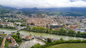 Tir aérien avec le bourdon sur Trento Photos libres de droits