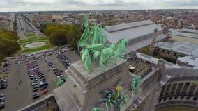 Tir aérien Bruxelles d'architecture européenne en gros plan de monument clips vidéos