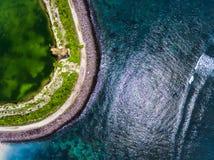 Tir aérien d'une mer bleue Photographie stock libre de droits