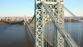 Tir aérien de bourdon de George Washington Bridge banque de vidéos
